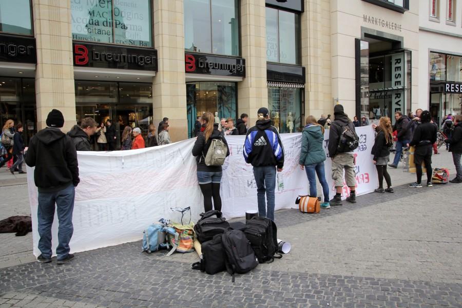 Anti-Pelz-Demo auf dem Marktplatz.
