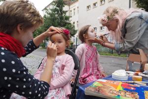 Kinder werden am Anima-Stand auf der BRN 2016 geschminkt