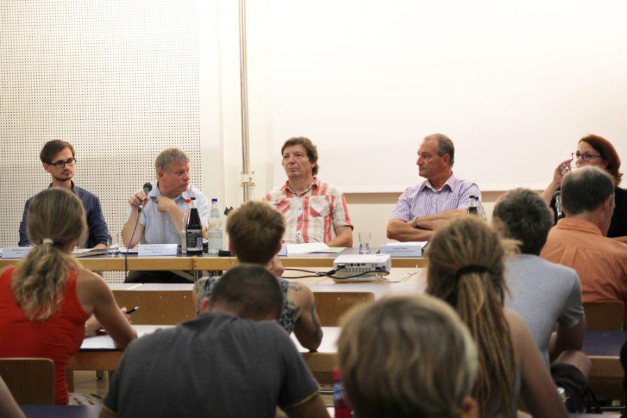 Teilnehmer der Podiumsdiskussion zum kommunalen Verbot für Zirkusse mit Wildtieren in Dresden