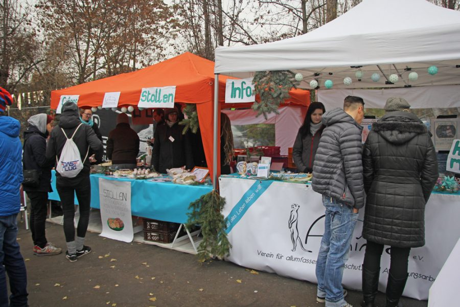 Crêpe- und Stollenverkauf auf dem 2. veganen Wintermarkt Dresden