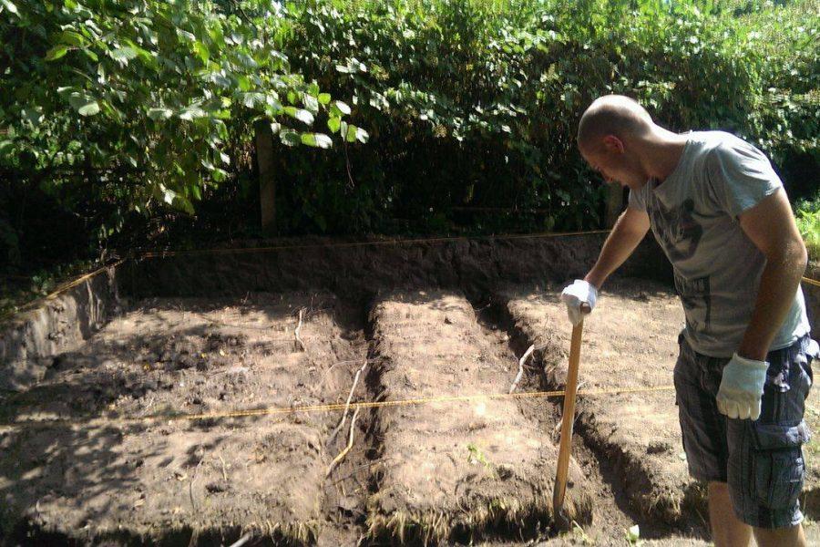 Abstecken und ausheben des Bodens