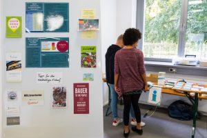 Infotafel mit Fokus auf nachhaltigen Themen.